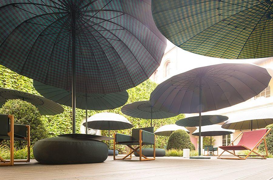 Луксозни столове на терасата