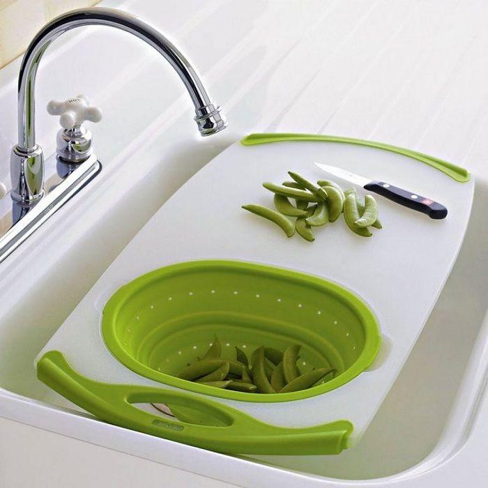 Å kombinere en vask og et skjærebrett er et alternativ for å spare plass på kjøkkenet.