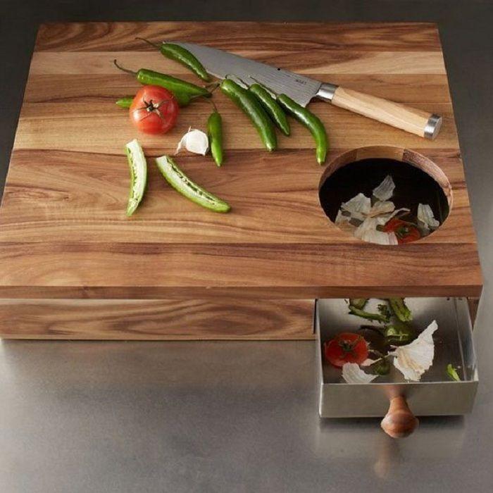 Praktisk skjærebrett med avfallsbeholder som vil bli din beste venn på kjøkkenet.