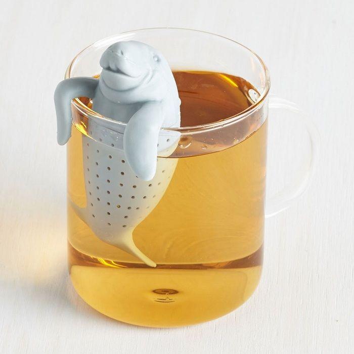 En flott løsning for teelskere er en mini tekanne i form av en søt manatee.