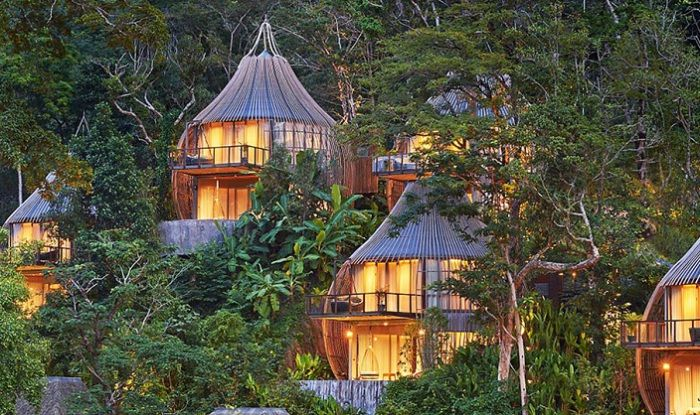 Chambres d'hôtel, conçues sous forme de cocons.