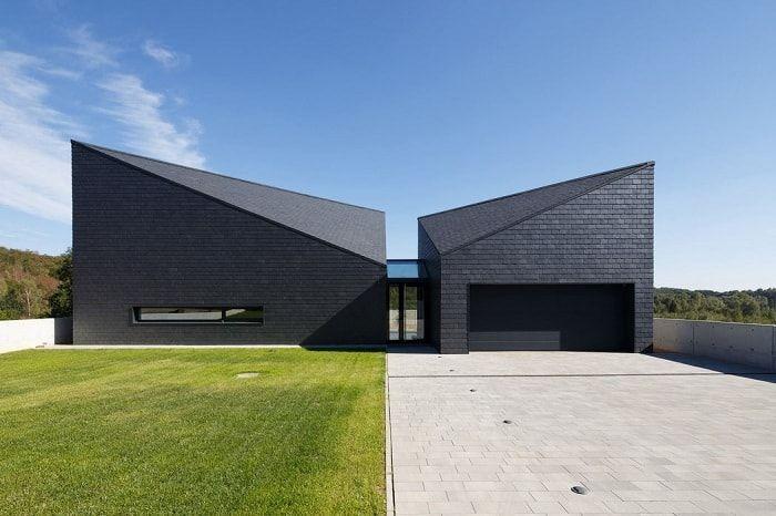 Immeuble d'habitation à la géométrie inhabituelle, situé à Krotoszowice (Pologne).