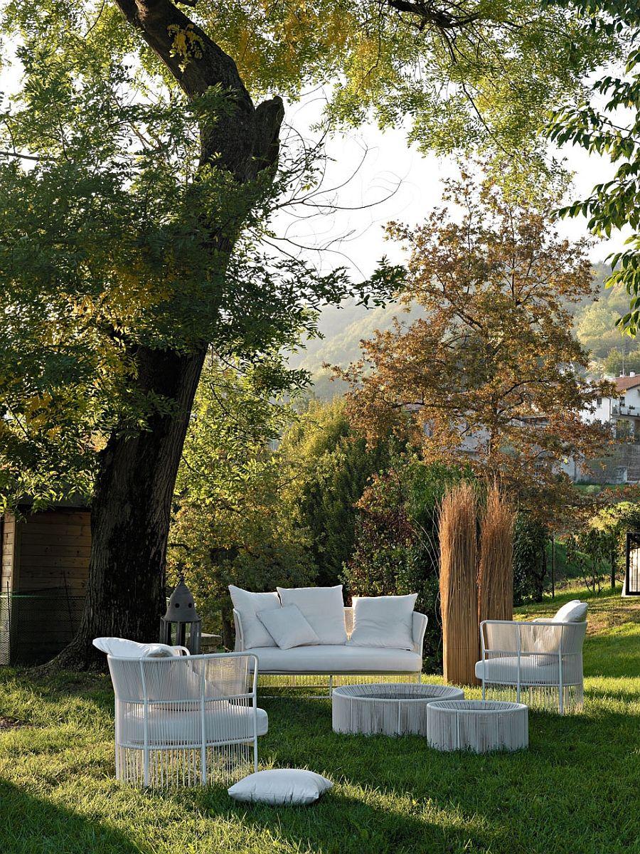 Garden furniture in white