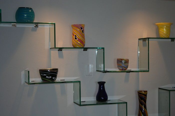 Интересни ъглови рафтове от стъкло, които ще бъдат богиня.
