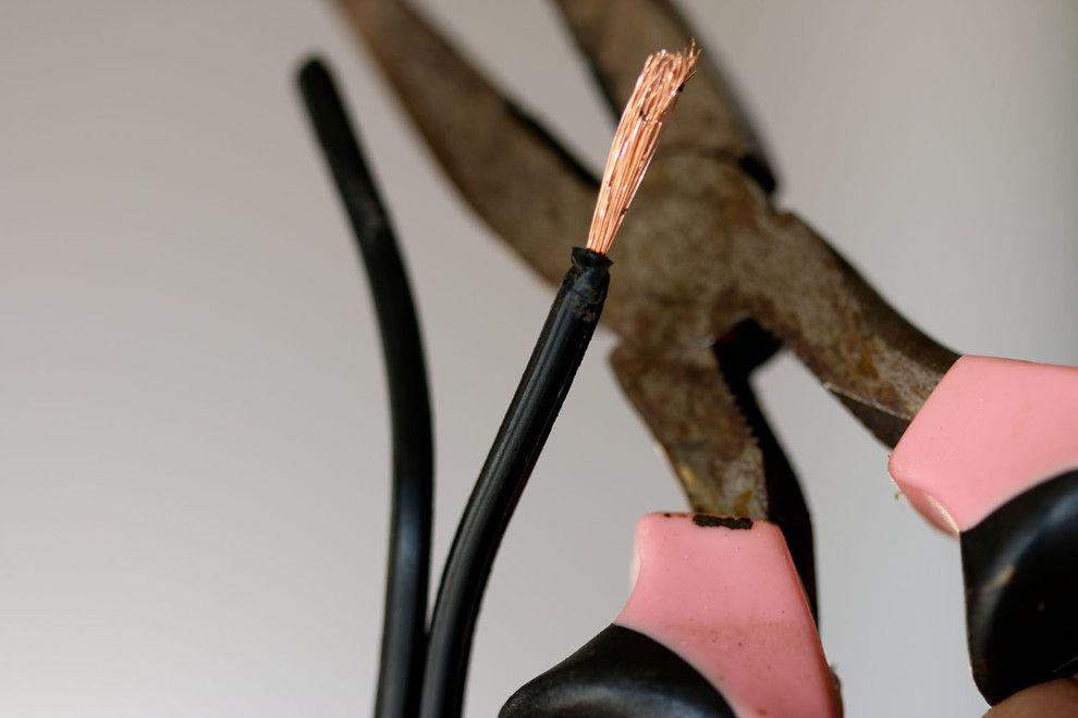 Головокружительный процесс ремонта старинной лампы