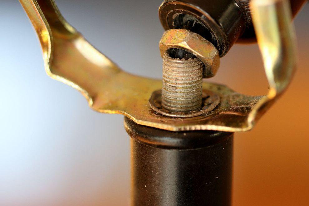 Удивительный процесс ремонта старинной лампы