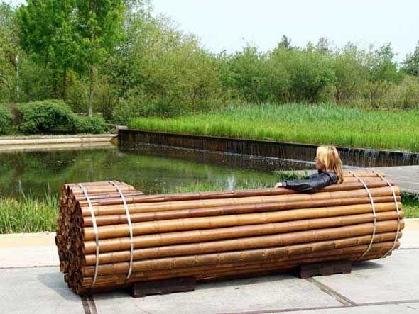 Красивая деревянная парковая скамья