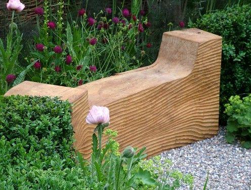 Фигурная деревянная скамья