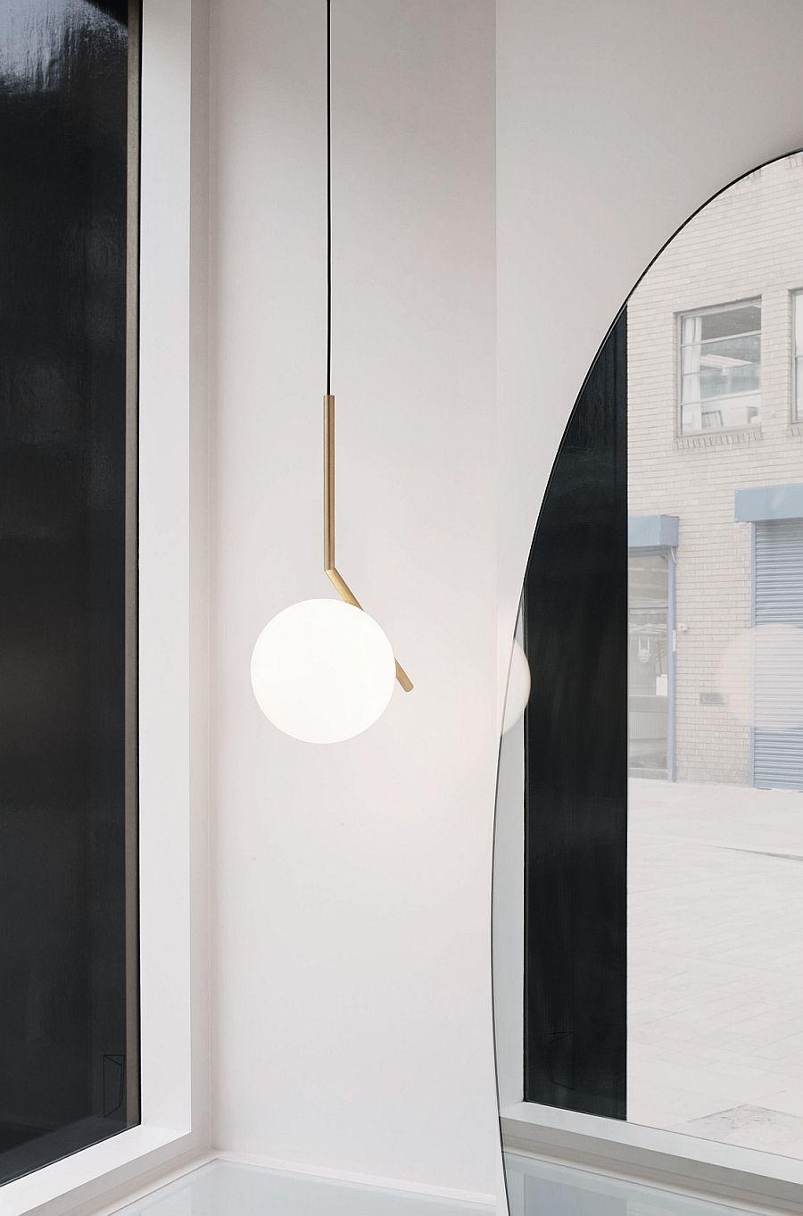 Подвесной красивый светильник