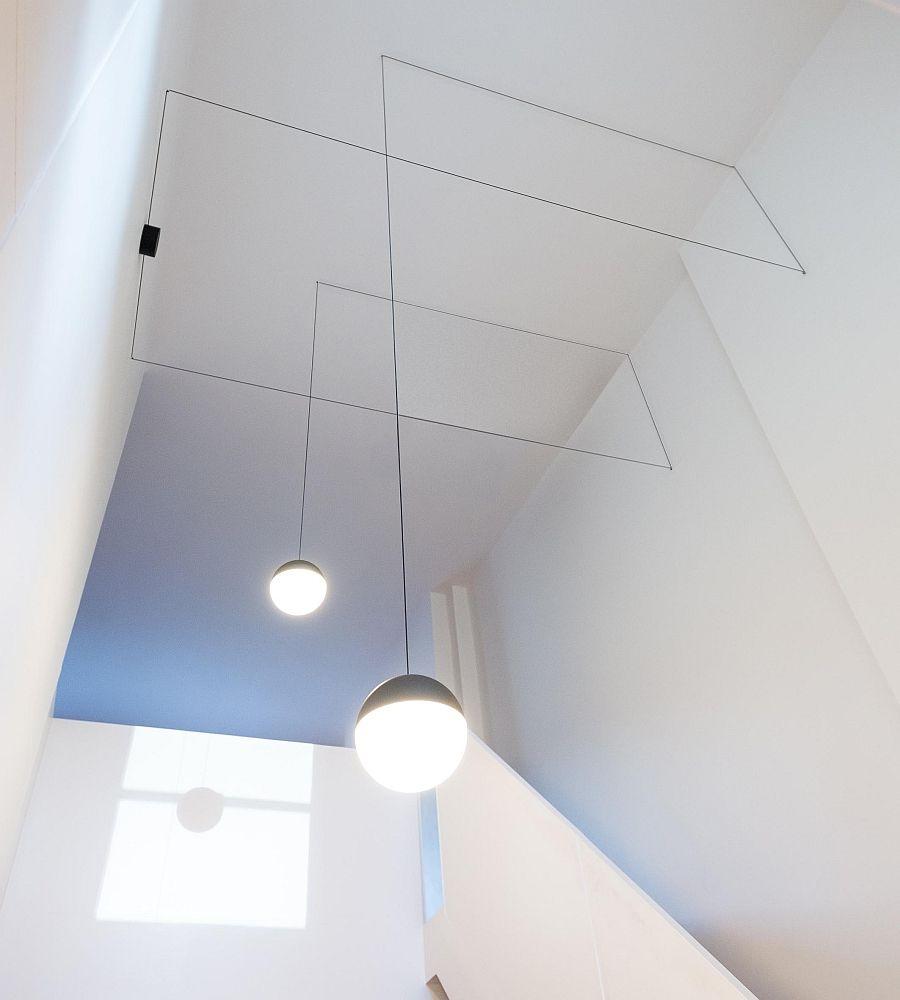Подвесные светильники над лестницей