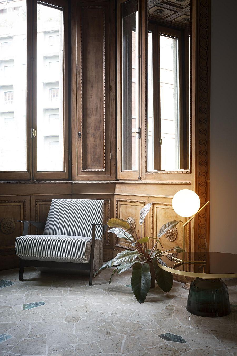 Потолочный светильник в качестве настольной лампы