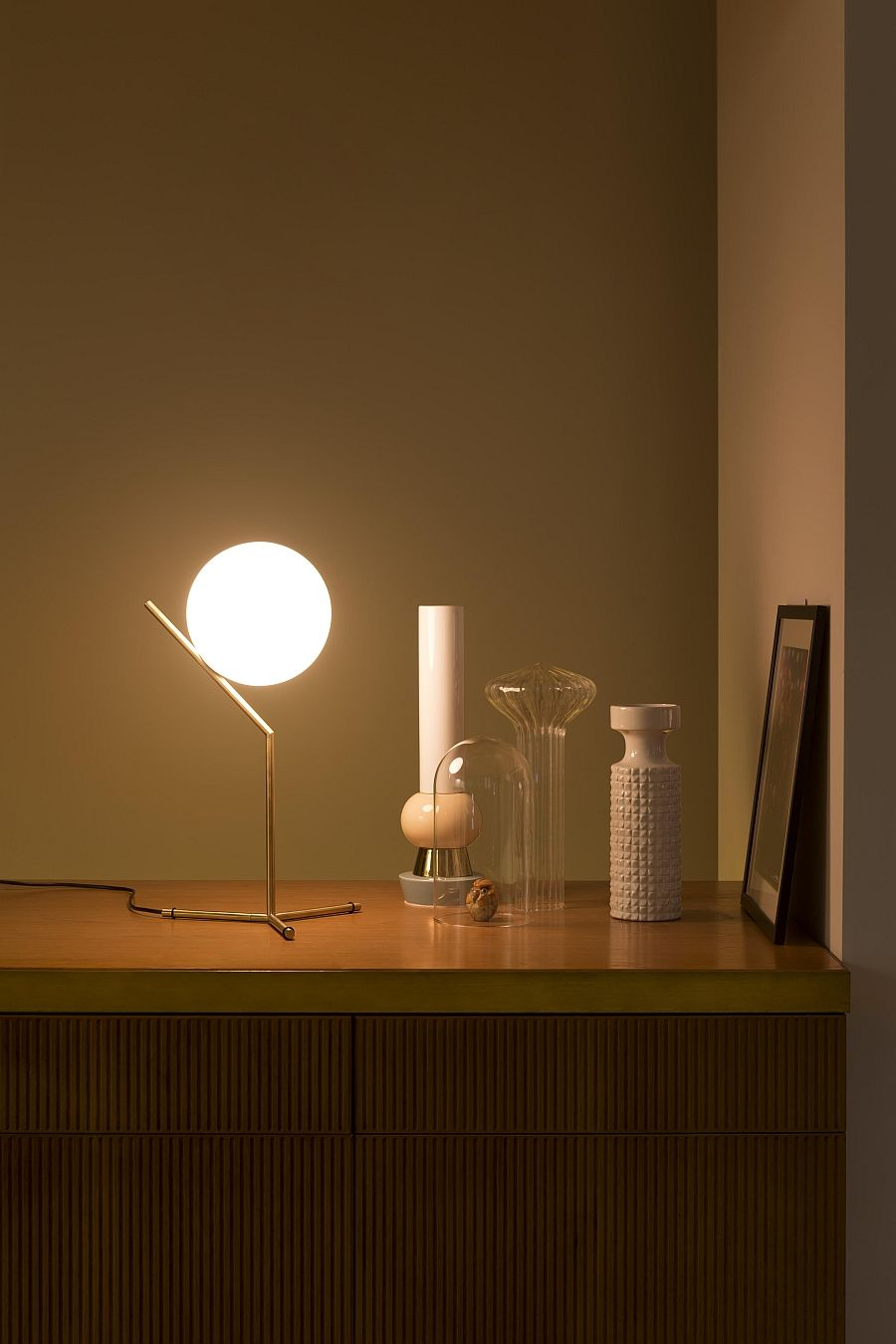 Красивая настольная лампа