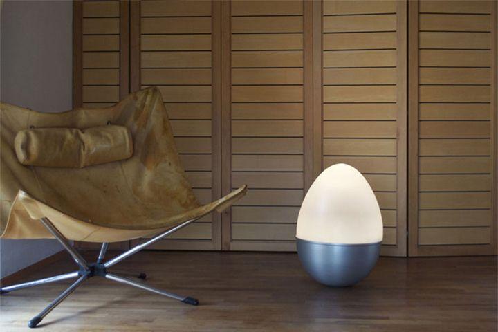Уникальный светильник в виде яйца-неваляшки от Isabel Heubl