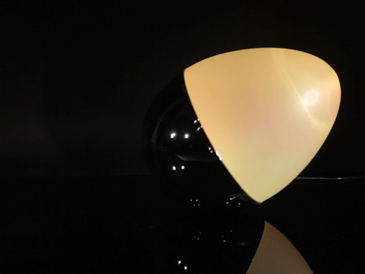 Восхитительный светильник в виде яйца-неваляшки от Isabel Heubl