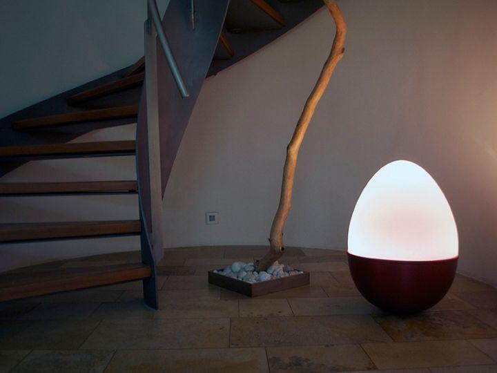 Сногшибательный светильник в виде яйца-неваляшки от Isabel Heubl