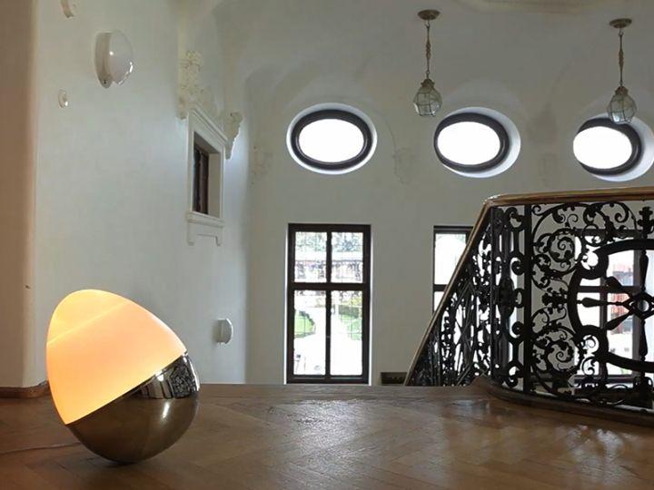 Замечательный светильник в виде яйца-неваляшки от Isabel Heubl