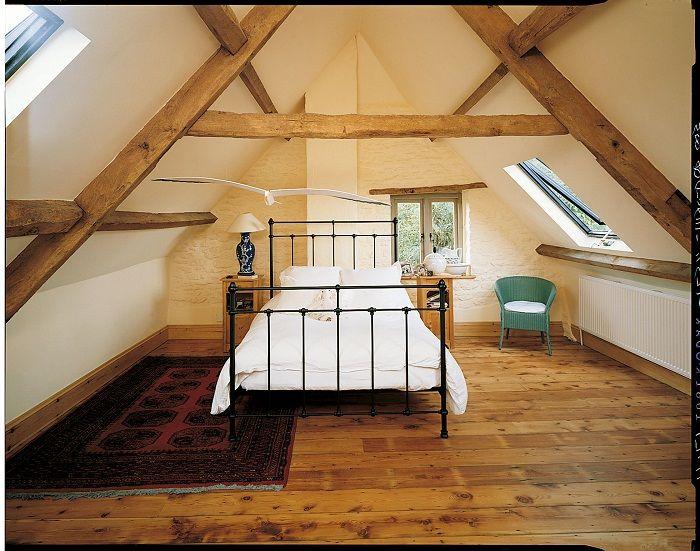 Симпатичное оформление комнаты под чердаком, что станет просто находкой для любого дома.