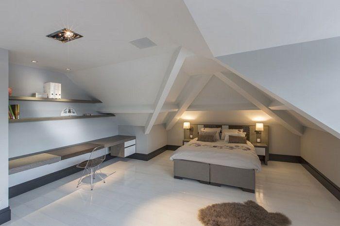 Красивое оформление спальной под чердаком, что создает волшебный интерьер.