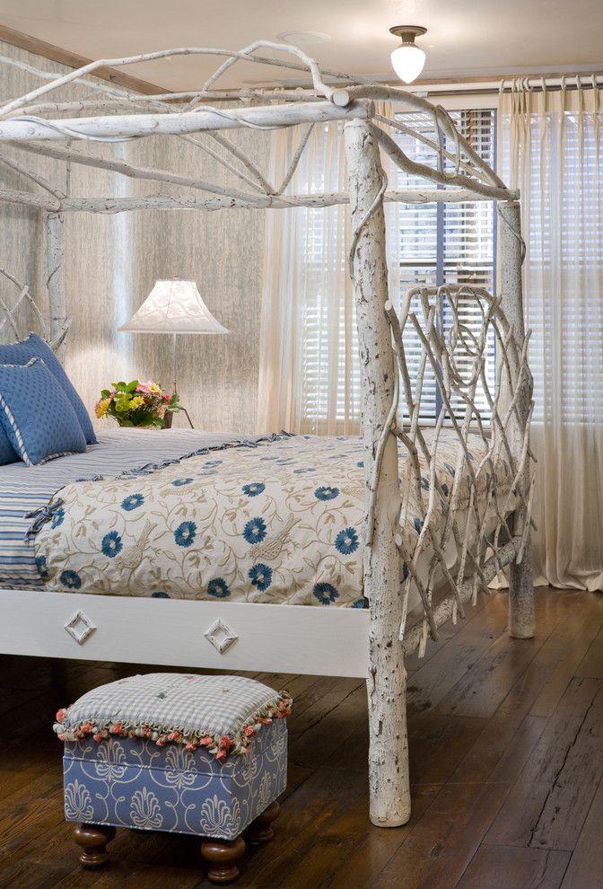 Фантастическая кровать с белоснежным балдахином