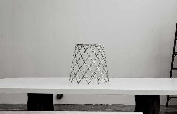 Шикарный стул-кактус на столе