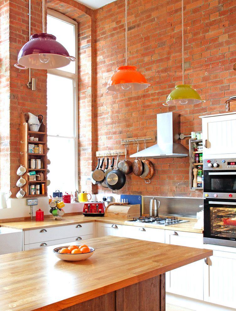 Подвесные люстры в интерьере кухни