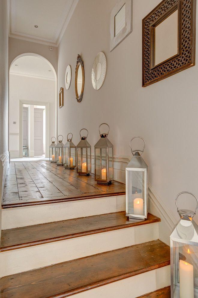 Напольные лампы в интерьере коридора