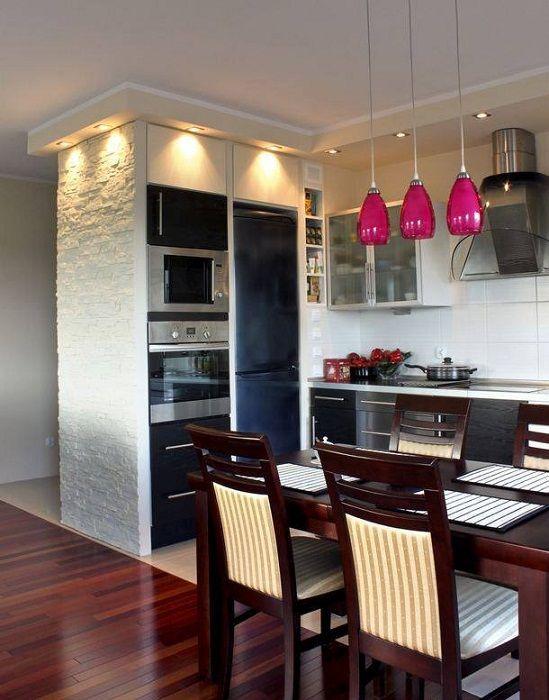 Нестандартное оформление кухни за счет оригинального интерьера, что впечатлит.