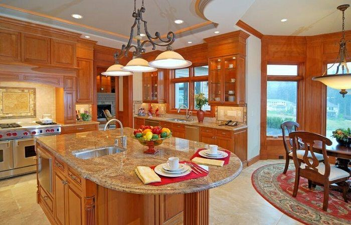 Создать атмосферность на кухне возможно благодаря использованию теплых тонов.