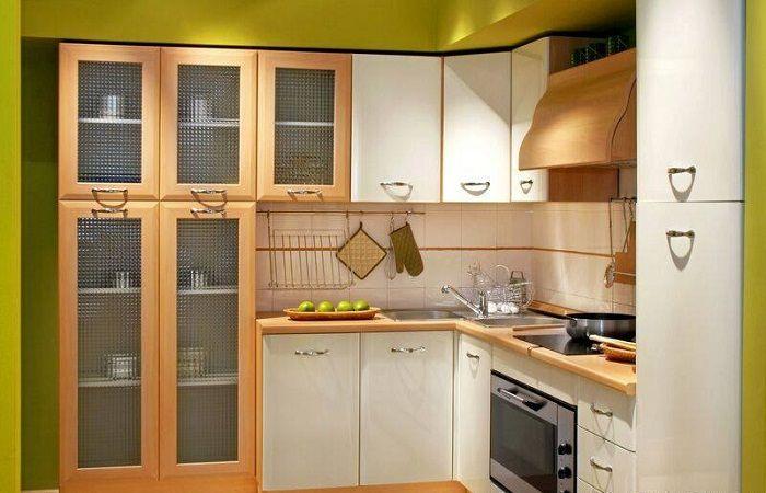 Оригинална компактна кухня, която ще настрои положително настроение и ще оптимизира пространството.