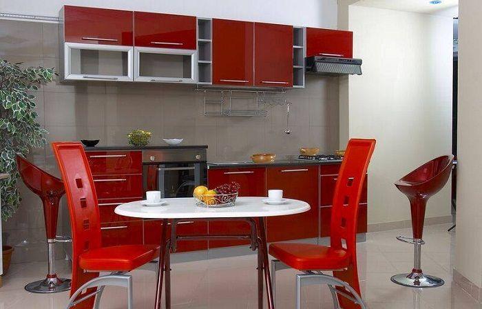 Ярко-алый интерьер кухни, что вдохновит и станет отличным решением для креативных идей.