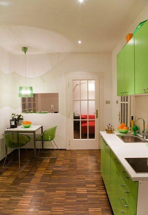 Добър вариант за създаване на ярък интериор в кухнята, който бързо ще трансформира този тип помещение.