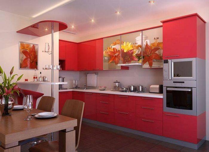 Симпатичное оформление кухни в алых тонах, подарит положительное настроение.