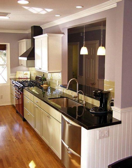Интересный интерьер кухни в глянцевых черно-белых тонах, что зададут четкий стиль.
