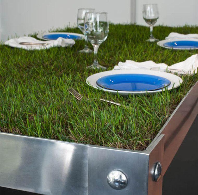Innstilling av gressmiddagsbord