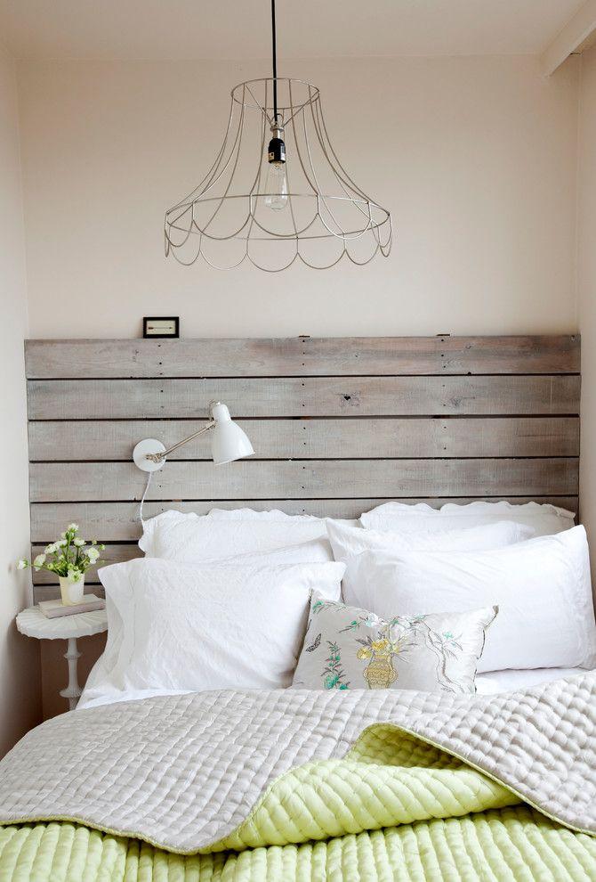 Люстра из проволоки в интерьере спальной комнаты