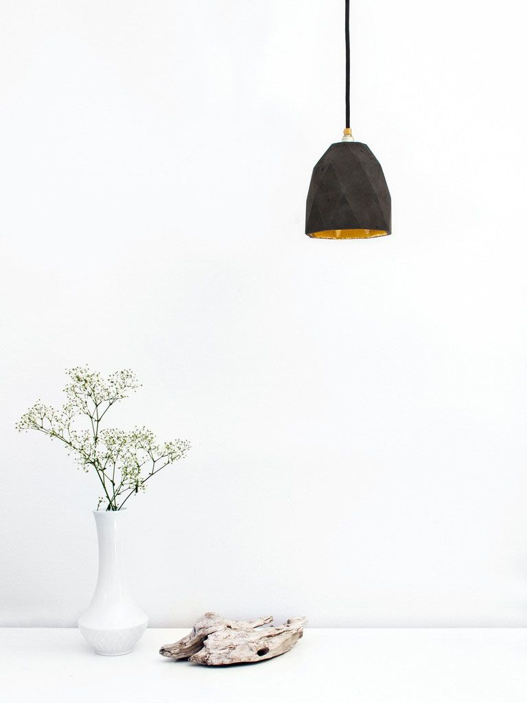 Черный подвесной светильник Triangulate от баварского дизайнера Stefan Gant