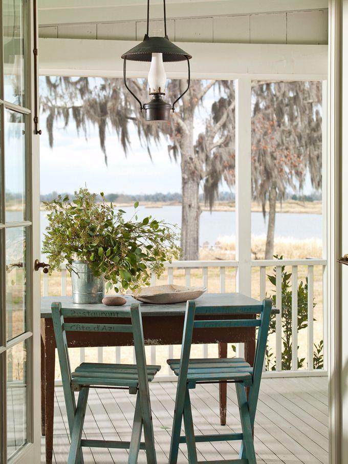 Подвесной масляный фонарик на балконе