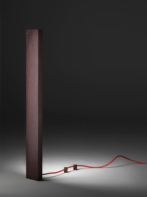 Красный провод светильника