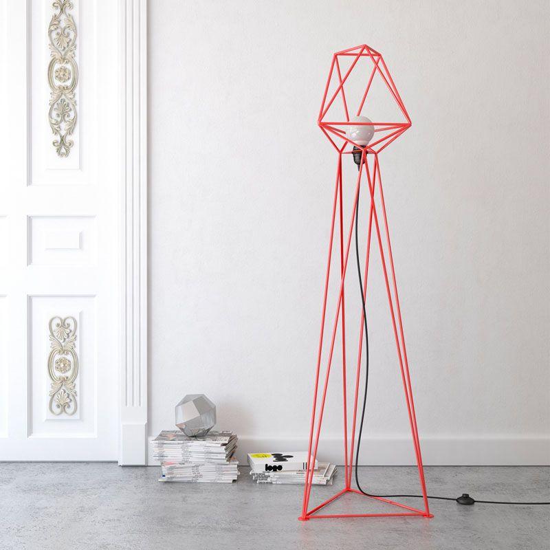 Геометрические светильники: высокий красный торшер