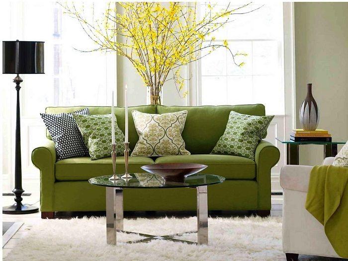 Jasnozielona sofa to jasne rozwiązanie do pokoju.