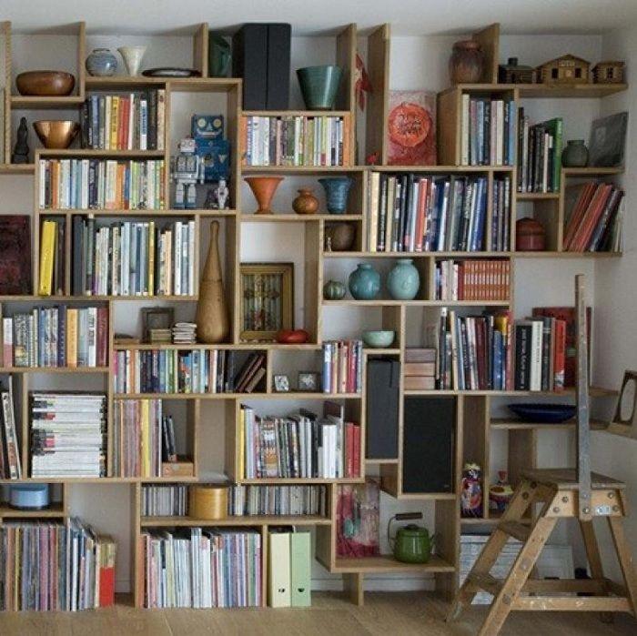 Место для хранения любимых книг и ваз.