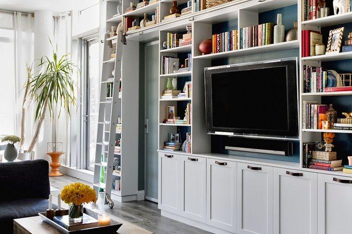 Симпатично оформленная комната с помощью размещения в ней шкафов, позволит создать уютный интерьер.