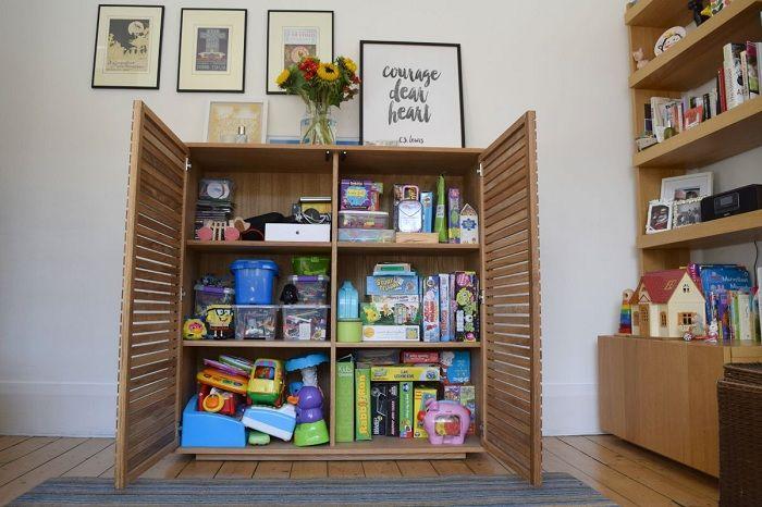 Оптимальное хранение детских вещей в одном месте, что позволит сэкономить полезную площадь комнаты.