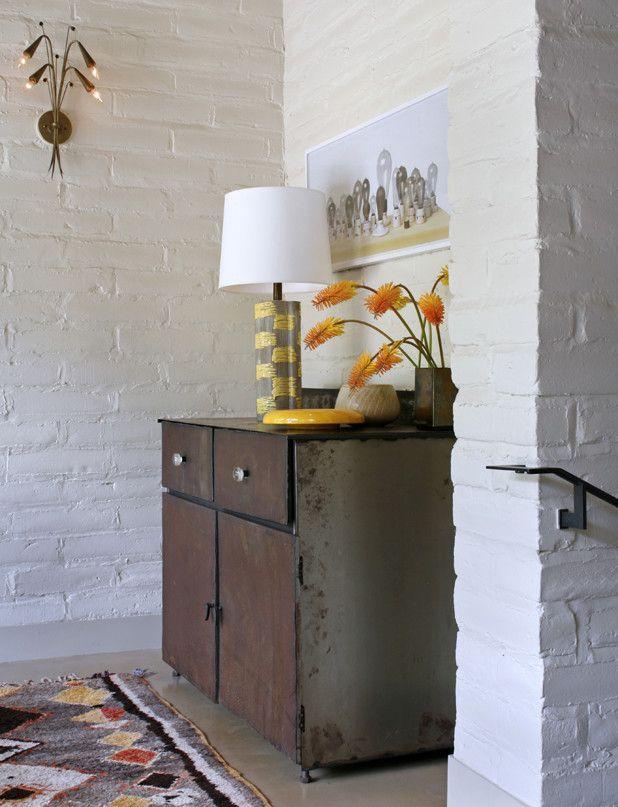 Настольная лампа в интерьере