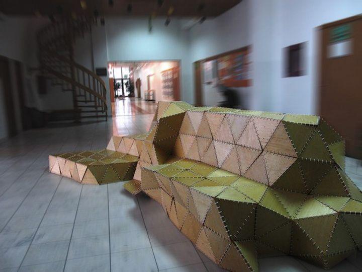 Дървена пейка на изложението