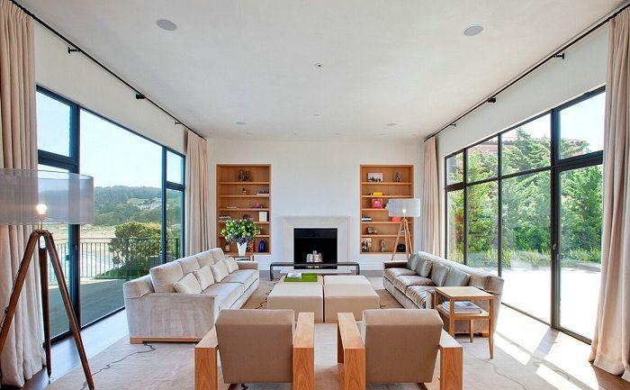 Вариант декорировать гостиную в нежно-кремовых тонах, что точно понравится.