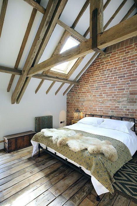 Крутой интерьер мансардной спальной в современном стиле, что выглядит потрясающе.