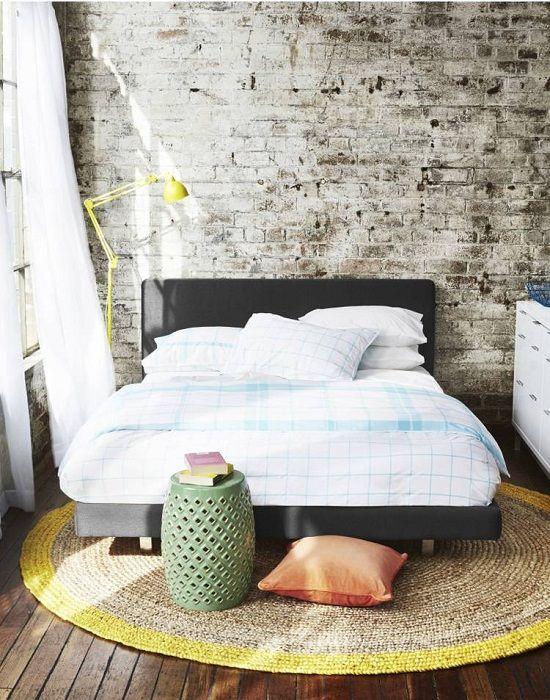 Декор стены кирпичной кладкой, что создаст домашнюю комфортную обстановку.