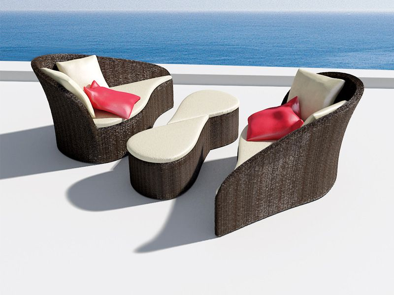 Дизайнерски дивани и маси при басейна