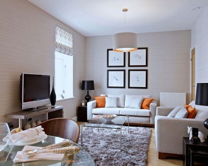 Специалните оранжеви възглавници придават определен чар на интериора, което ще създаде топла атмосфера.